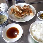 王香 - 「餃子定食」(780円)。たっぷり餃子15個を堪能できる定食です。
