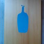 ブルーボトルコーヒー - 看板。アップルを意識?!