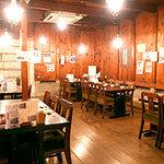 すし田 - レトロで落ち着いた雰囲気のテーブル席
