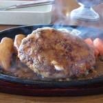 VAN・B - ハンバーグステーキ(税込680円)
