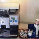 ダール - 上で豆挽いてけっこう本格的 無料のコーヒーサーバー