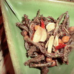 タマンサリ - 小女子とピーナッツ唐辛子を揚げたおつまみ