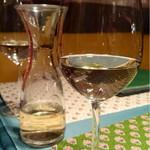 ア ラ メゾン ジャンポール - デキャンタで白ワイン
