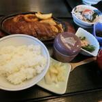 うおせい - ステーキ定食+サラダと茶碗蒸し