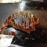 36296793 - お好み焼きの王道、豚玉(650円)全国的にも恥じない味、ベリーグッド