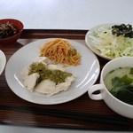 おりづる - 料理写真:鶏肉のバジルソース