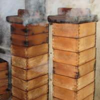 山椒の木 - 福岡を代表する郷土料理「うなぎのせいろ蒸し」高温の蒸気で一気に蒸しあげます。