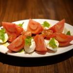 Pizzeria Bar Trico - 水牛のモッツァレラとトマトのカプレーゼ 680円(ディナー)