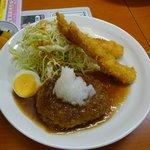 家庭料理エプロンママ - 和風ハンバーグと海老フライのセット880円