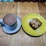 カメラ - ホットチョコレート、パウンドケーキ