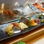 築地寿司清 - [2回目]お造り6点盛り(左から、みる貝、こはだ、ぼたん海老、鯖腹、赤貝、蛍烏賊)