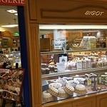 36309258 - 店内はフランスパンのハード系が多いです。
