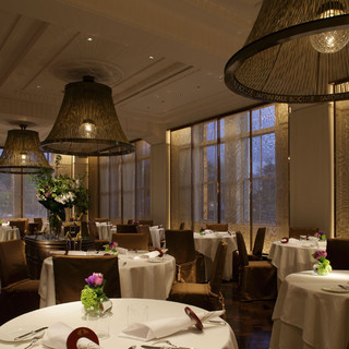 古都金沢の華やかさと、フランスの息吹を感じるレストラン