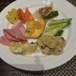 36311910 - サラダブュッフェから好きな前菜が選べます.
