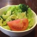 マーブル - 野菜が新鮮でしっかりとしたサラダ。ドレッシングもグッド。