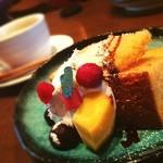 穀菜健美 cafe - デザートセットのシフォンケーキ! かわいい!