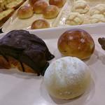 ファリーヌ - 料理写真:買ったパンいろいろ チョコレートデニッシュ¥120、ミニお米パン¥60、ミニ豆パン¥60