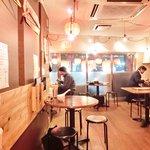 肉汁水餃子 餃包 - <'15/03/25撮影>店内のテーブル席の風景です