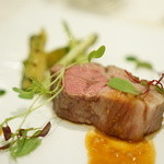 エノテーカ ピンキオーリ - 仔羊のロース肉 筍のバジリコ風味とプンタレッレ