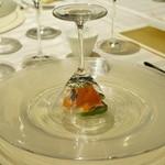 エノテーカ ピンキオーリ - 絹姫サーモンのマリネと薫製の香りのインサラータ