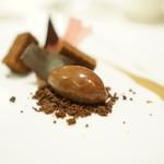 エノテーカ ピンキオーリ - チョコレートのコンポジション ラズベリーとカフェの香り