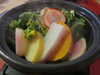 粟 ならまち店 - 大和と世界の野菜コース:大和芋と野菜の蒸し鍋