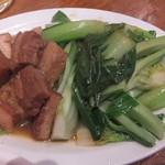 台南担仔麺 - 角煮の青菜炒め