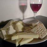 ハイライフ - ■チーズ盛り合わせ:Barの定番メニューですね!!