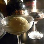 ハイライフ - ■アイス:バニラ・チョコ二つの味があります!!そのまま食べるもよし!お好きなリキュールをかけて食べるもよしです!!