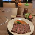 36330147 - <ランチメニュー>アンガスステーキ、単品950円でオーダー。定食だとお味噌汁&ご飯付きでどちらもお代わり自由1200円。(税込み)