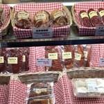 36330464 - 焼き豚、生ハム、パン粉付きのヒレカツなども売っています