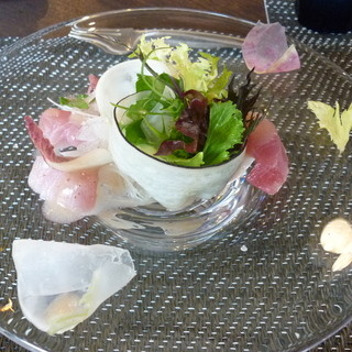 ル・ゴーシュ・セキ - 料理写真:お味も見た目も春らしい冷前菜15.3