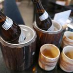 Edotoukyoukoiwasougyoushouwajuuichinengyouzanoshinisechuukaryourieiraku - なんと、瓶ビールは氷で冷やした状態で提供!グラスも素焼きなので泡がきめ細やか!