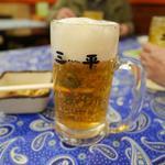 ラーメン餃子三平 - ビールセット840円は餃子4個に唐揚げ付き。
