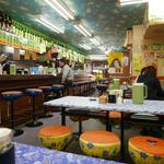 ラーメン餃子三平 - カオスな店内♪メニューも中華料理とは思えないものも。
