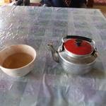 はしば食堂 - 出された順番で→ お茶(セルフ)