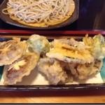 和食処 悠水 - 野菜天ぷら カリッと揚がり、上州らしくキノコが上手い