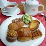 36341672 - 抹茶クリームを付けていただいたパンケーキ、フレンチトースト、ワッフル、その他パン