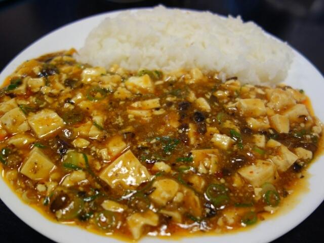 華祥 - 麻婆飯、唐揚げ(2個)、スープで850円