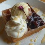 カフェ シュクル - 桜のワッフル