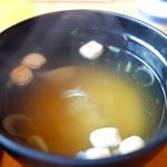 山葵 - 豆腐のみそ汁は地物の味噌を使っています