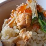 山葵 - 鮭は焼いたモノをほぐしています♪
