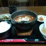 上海酒家 - 伝統の四川石鍋麻婆豆腐