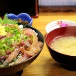 にし与 - あじたたき丼&味噌汁