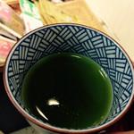 春芳茶園 - お茶をサービスしてくれました