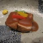 四間道右近 - 豚の角煮の餡はじゃがいものすりおろしです。