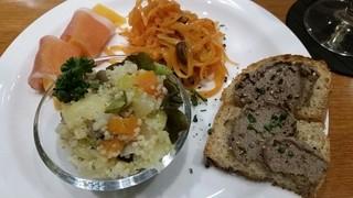 ぶんがらや - 前菜4種おまかせ盛り合わせ840円。