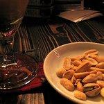 Thunderbird - 時間がかかるからとナッツを出してくれました♪