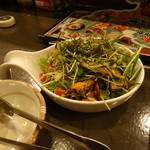 Ooitayuushokuizakayaorochitohiiragi - 海鮮サラダ