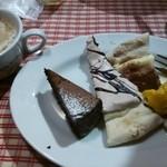 36353787 - ビュッフエのスィーツピザとケーキ